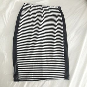 Women's black and white pencil skirt size small